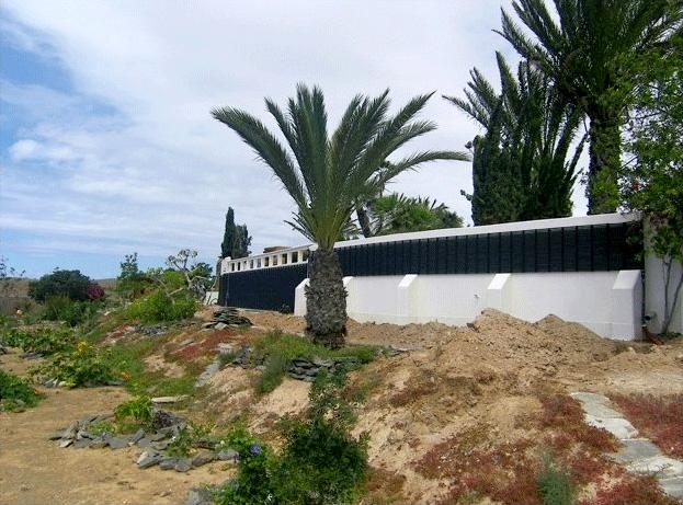 Solarabsorber für die horizontale Montage an einer Wand