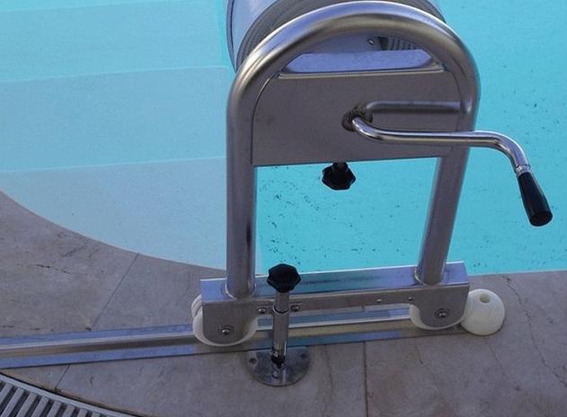 Abdeckung Manuell, mit über Wasser fahrbarer Aufrollvorrichtung!